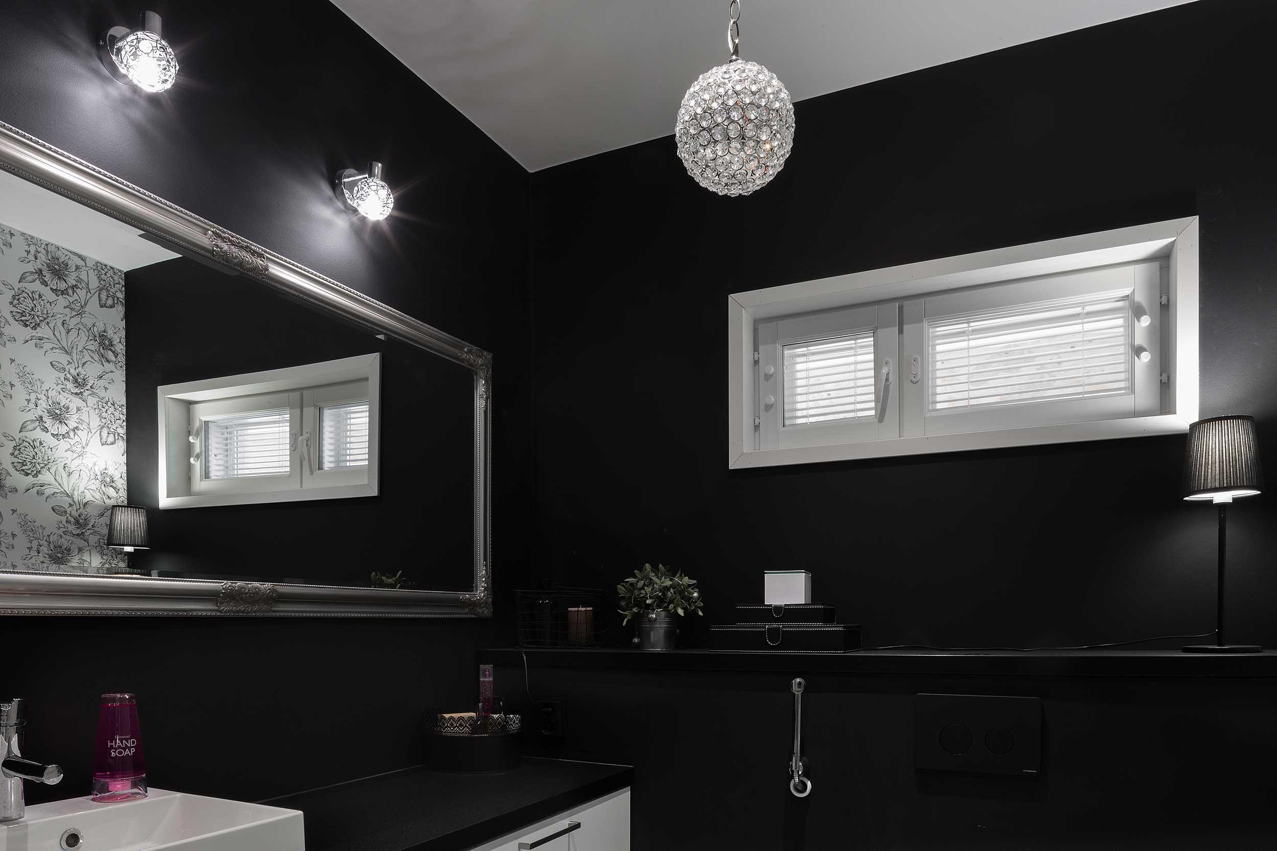 musta wc moderni asuntokuva